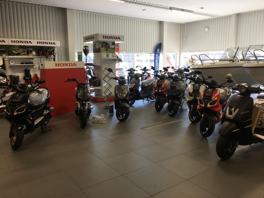Moped i Strömstad. Många att välja bland hos Marin & Fritid