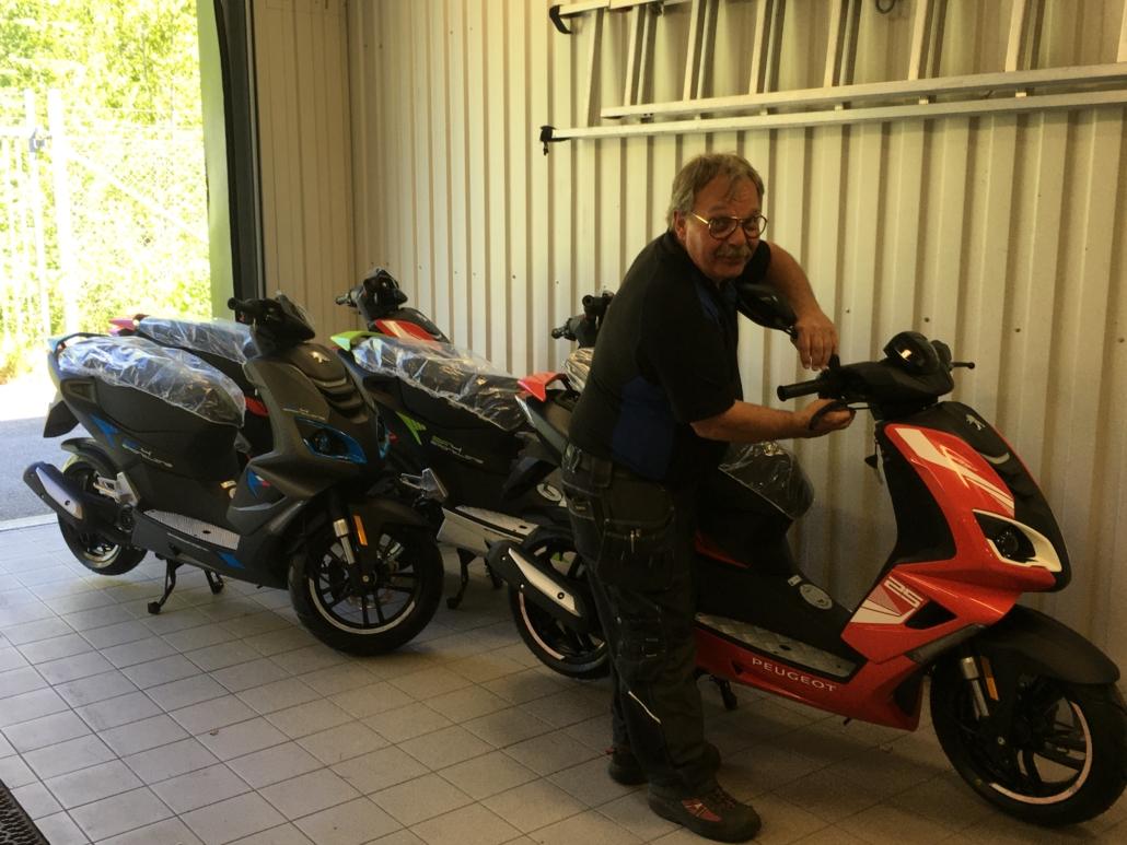 Moped från Peugeot. Köp den hos Marin & Fritid i Strömstad