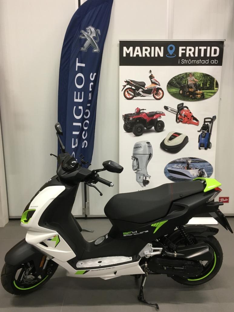 Marin & Fritid i Strömstad säljer mopeder från Peugeot